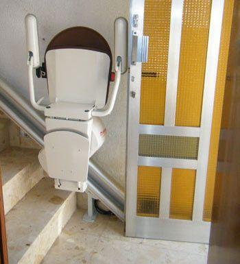 Sillas salvaescaleras para escaleras totalmente rectas for Silla escalera plegable planos